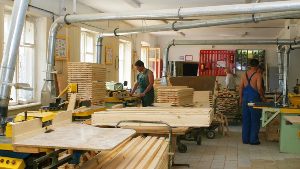 О компании. изготовление на заказ деревянных лестниц в cанкт.